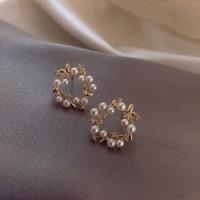 Pearl Wreath Fashion Ladies Earrings - Golden