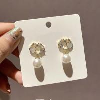 Pearl Fashion Ladies Earrings - Golden