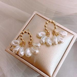 Ladies Pearl Elegant Earrings - Golden