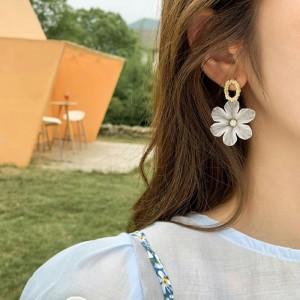 Ladies Fashion Flower Earrings - White
