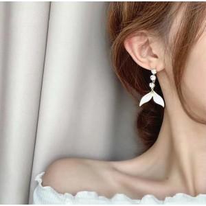Ladies Fashion Fish Tail Earrings - Golden