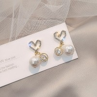 Ladies Rhinestone Heart Pearl Earrings - Golden