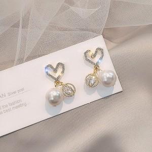 Ladies Rhinestone Heart Pearl Earrings - Golden