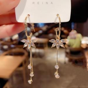 Woman Flower Rhinestone Long Earrings - Golden