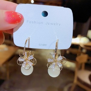 Ladies Crystal Flower Earrings - Golden