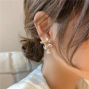 Girls Elegant Flower Pearl Earrings - Silver