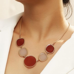 Ladies Elegant Fashion Necklace - Golden