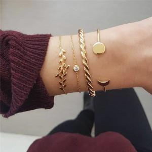 4 Pieces Ladies Elegant Gold Plated Bracelet Set - Golden