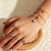 7 Pieces Woman Fashion Rings And Bracelets Set - Golden