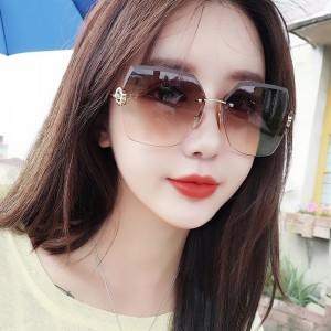 Woman Frameless Gradient Sunglasses - Khaki