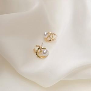 Sweet Girl Simple Pearl Earrings - Golden
