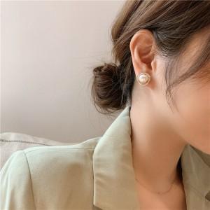 Fashionable Simple Ladies Pearl Earrings - Golden