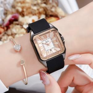 Mesh Strapped Roman Dial Analogue Wrist Watch - Black