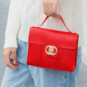 Lining Texture Chain Strap Messenger Bags - Red