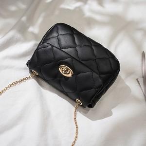 Twist Lock Geometric Textured Luxury Shoulder Bags - Black