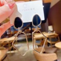 Women Geometric Shape Earrings - Black