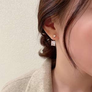 Girls Crystal Decorative Earrings - Golden