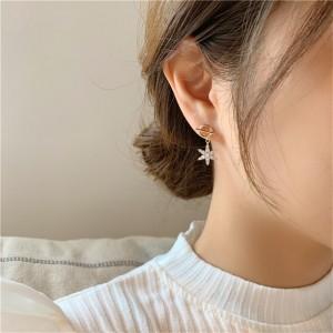 Women Fashion Rhinestone Snow Earrings - Golden