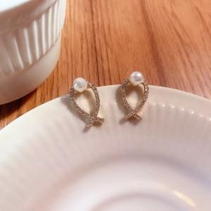 Ladies Pearl And Rhinestone Fashion Earrings - Golden