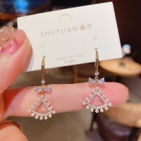 Woman Fan Style Pearl Simple Earrings - White