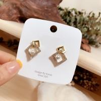 Woman Full Rhinestone Square Pearl Fashion Earrings - Golden