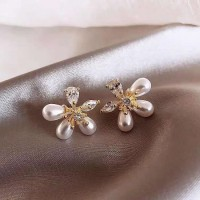 Girls Popular Pearl Crystal Flower Earrings - White