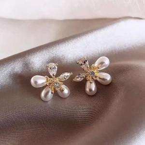 Girls Popular Pearl Crystal Flower Earrings - White