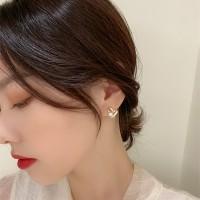 Women Alloy Heart Shaped Small Pearl Earrings - Golden