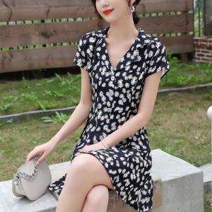 Apparel V Neck Sweet Daisy Flower Dress - Black