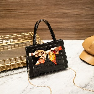 Ribbon Patched Animal Pattern Chain Strap Messenger Bags - Black
