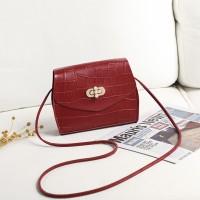 Twist Lock Crocodile Pattern Women Fashion Messenger Bags - Red