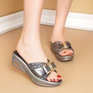 Bow Patched Glittery Thick Bottom Fashion Slippers - Gray