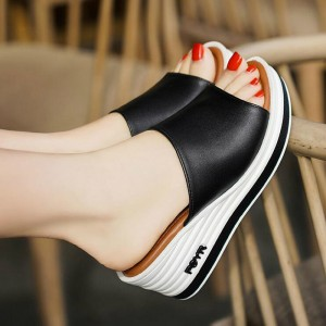 Solid Color Thick Bottom Casual Wear Slippers - Black