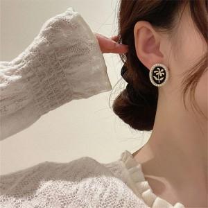 Retro Pearl Oval Earrings - Black