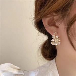 Simple Temperament Flower Pearl Earrings - Golden