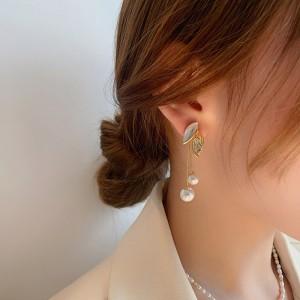 Temperamental Pearl Leaf Fringe Earrings - Golden