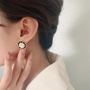 Camellia Flower Design Earrings - Black White