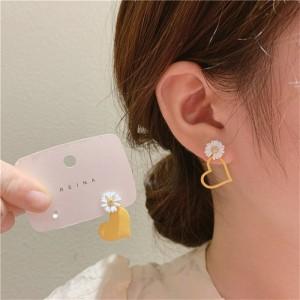 Love Little Daisy Earrings - White Yellow