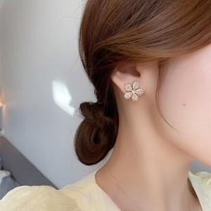 Delicate Luxury Daisy Flowers Earrings - Golden