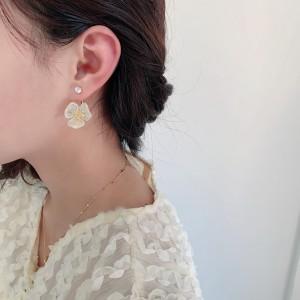 Fashion Transparent Flowers Earrings - White