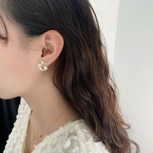 Temperament Butterfly Flower Pearl Earrings - Golden