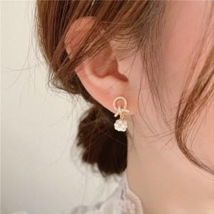 Pearl Temperament Flower Earrings - Golden
