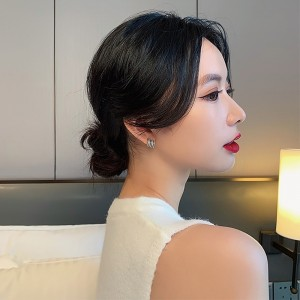 Small Stylish Rhinestones Earrings - Golden