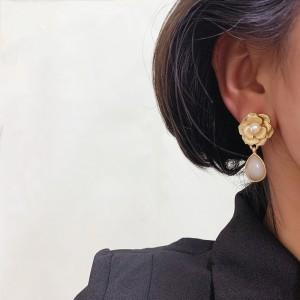 Retro Simple Camellia Earrings - Golden