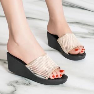 Thick Sole Mesh Pattern Casual Wear Heel Slippers - Beige