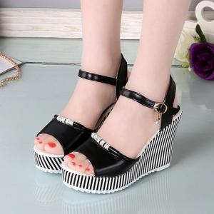 Thick Sole Platform Buckle Closure Party Wear Sandals - Black