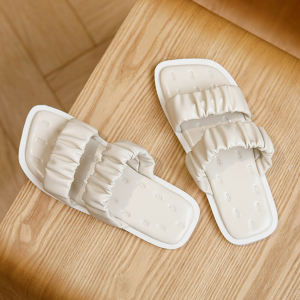 Frilled Pattern Solid Color Flat Wear Slippers - White
