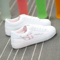 Thread Floral Art Flat Wear Sneakers - White