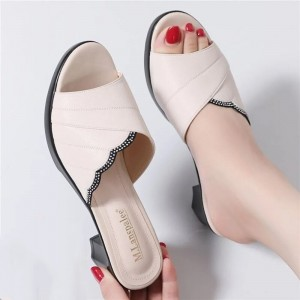Synthetic Leather Solid Color Wavy Style Slippers - White