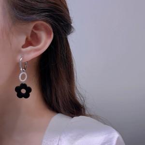 Pearl Flower Buckle Fashion Earrings - Black